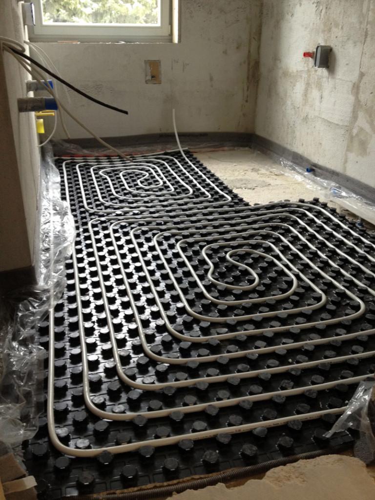 Verlegen einer Fußbodenheizung